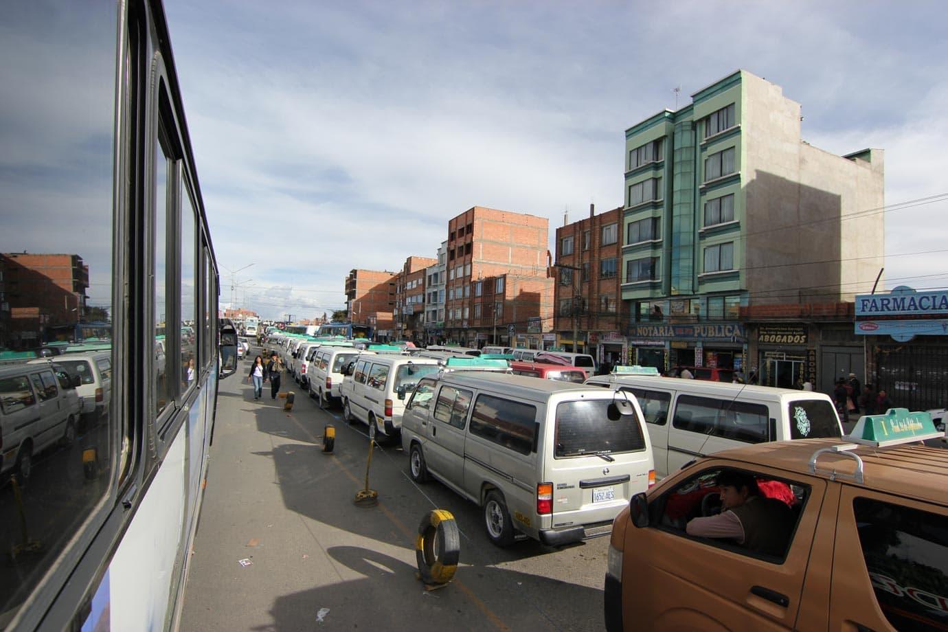 Hoards of tourist buses waiting - ©Macca Sherifi