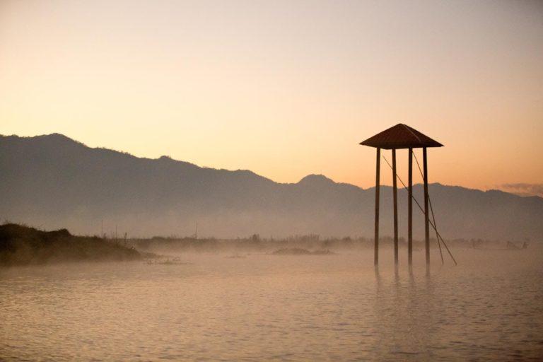 sunrise inle lake