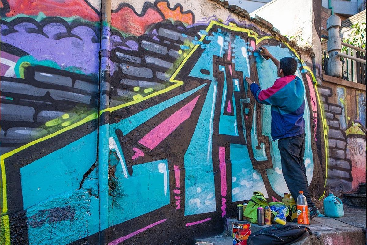 People doing street art in Valparaiso