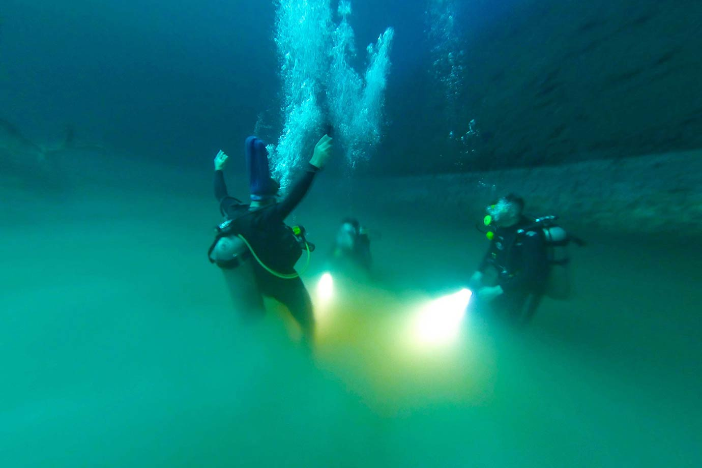 Diving into the hydrogen sulphate clould at Angelita