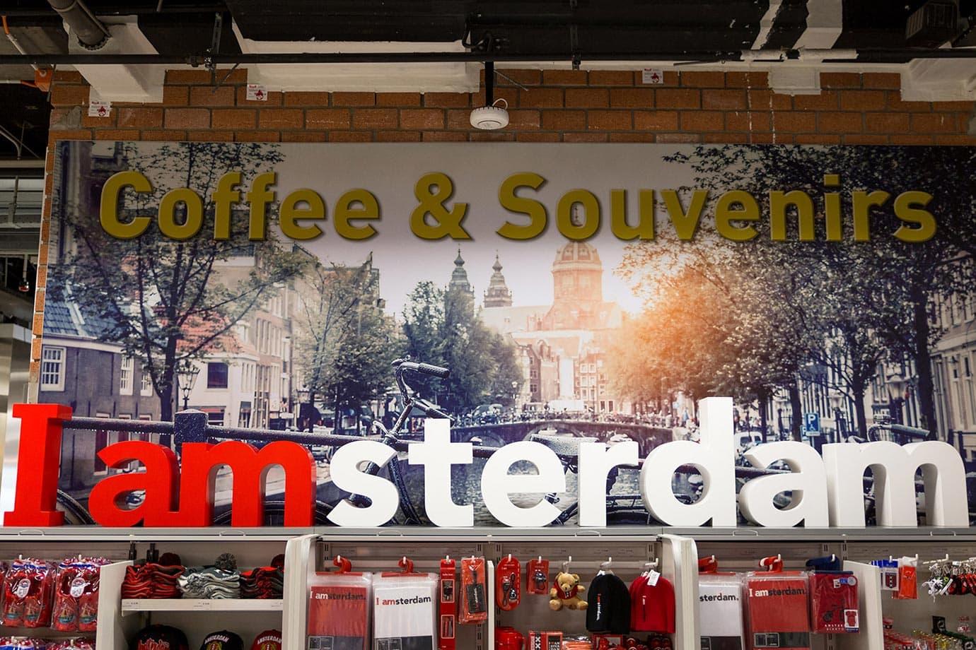 Souvenir shop, Schiphol Airport