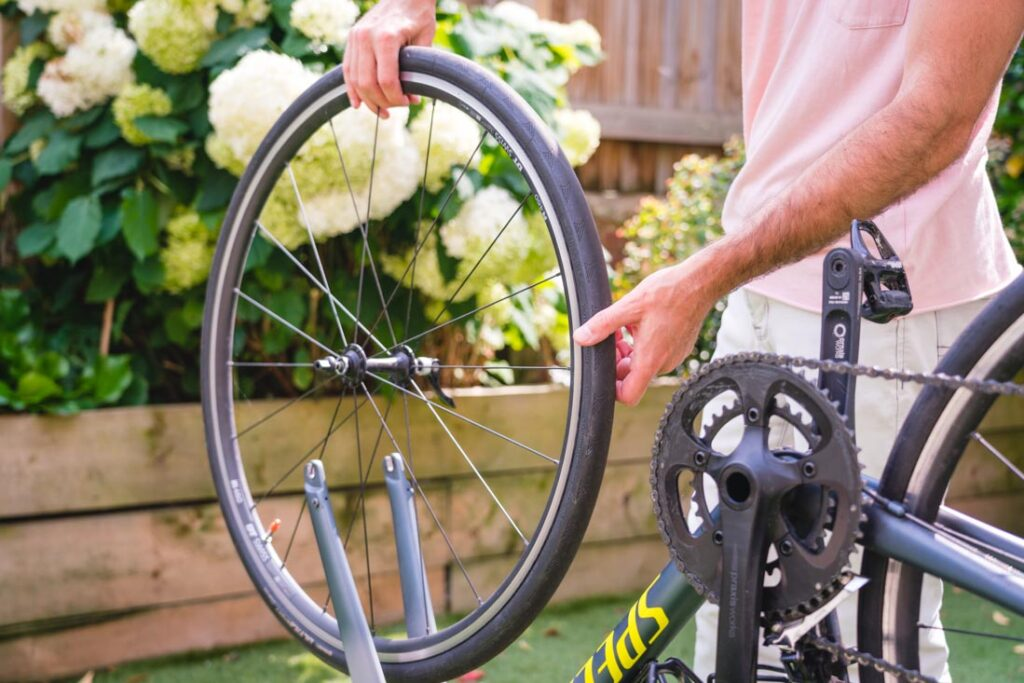 how to replace a road bike tire