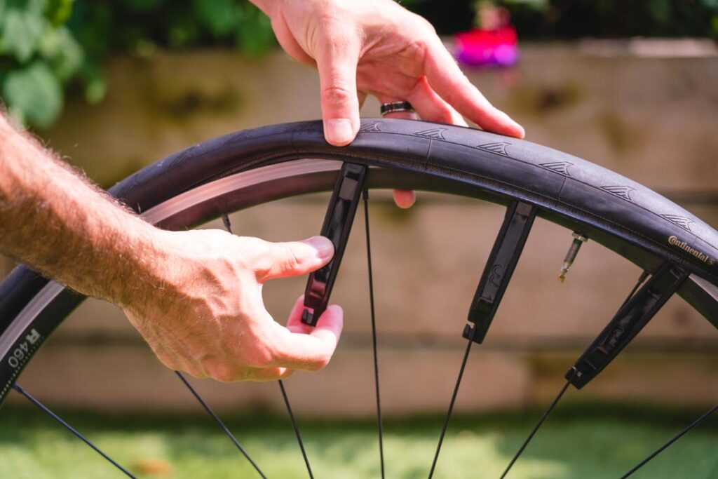 how to use tire levers